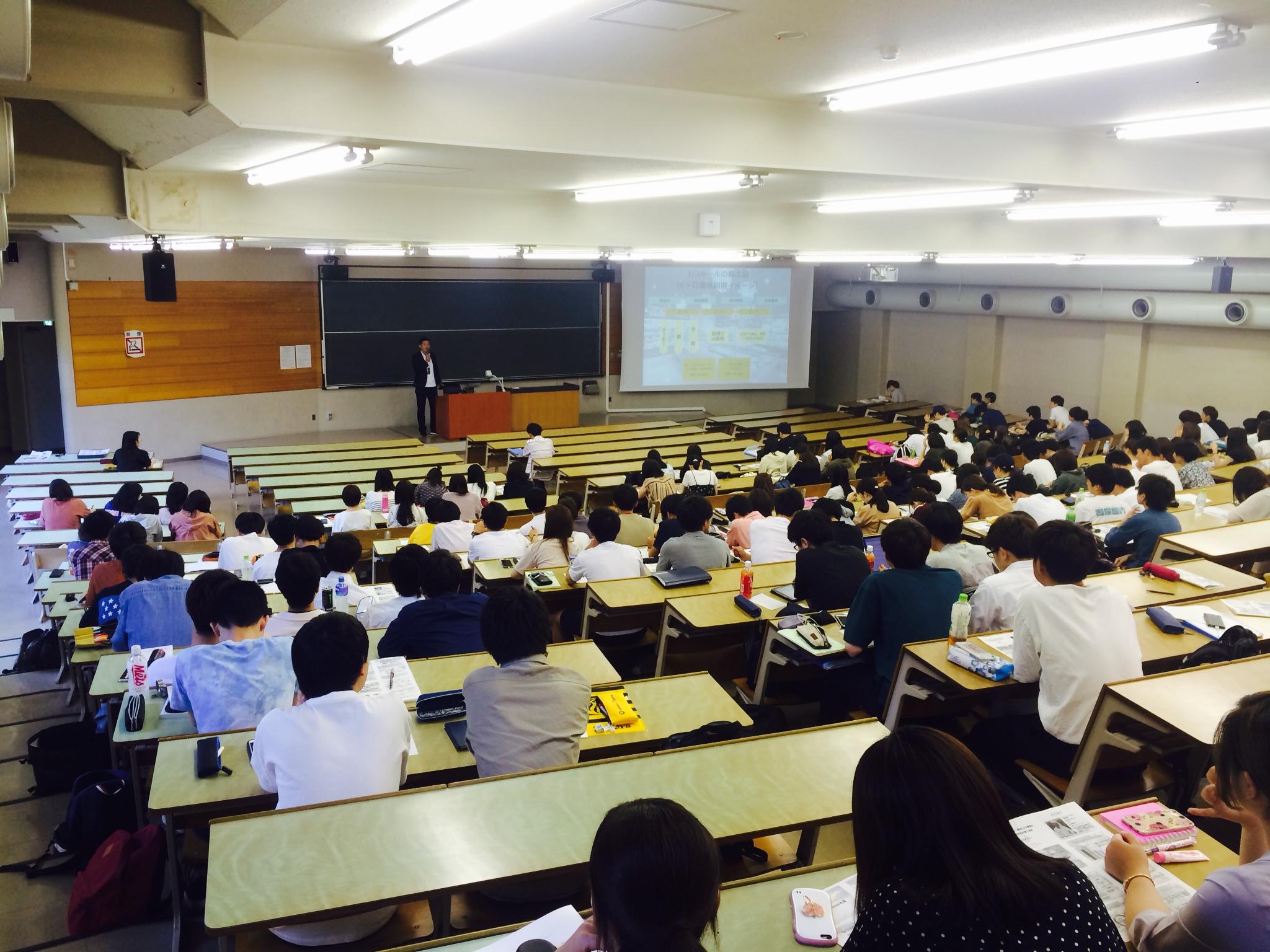 法政大学で授業を行いました。